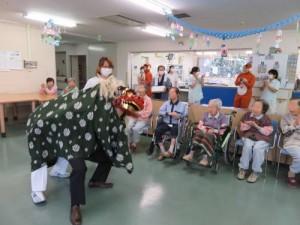 新年明けましておめでとうございます。病棟には獅子舞がやってました!3