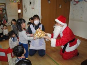 病院付属保育室「いちご保育室」でクリスマス会を行ないました1